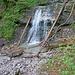 Einige schöne Wasserfälle werden beim Aufstieg gequert.