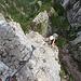 Man kann beim Ausstieg eine direkte Variante nehmen, die einem wenigstens 20 Meter sauberen Fels beschert.
