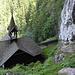 Sehr sehenswert beim Abstieg:<br />Die Marienkapelle Schüsserlbrunn, direkt in einen sehr steilen Hang gebaut.