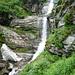 Val Rierna - Wasserfall der Rierna, hier gehts scharf nach rechts unterhalb der Felswand weiter