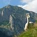 Auf der Lamaweide. Hinter dem Vieh der Stoss mit seinen Kletterwänden