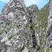 kurze Kraxelstelle durch den Kamin ist sehr gut mit Ketten abgesichert.