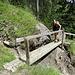 ... mit Brücke über der Anrissstelle ...