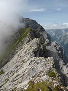 Rossfallenspitz-Napoleon: Hier beginnt der lange Grat zum Haldensteiner Calanda, gleich mit schönen Platten.