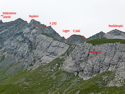 Unser Routenverlauf Rossfallenspitz-Napoleon-Haldensteiner Calanda. Den Abschnitt des Nordgrats Luggen-P. 2702 haben wir westlich umgangen. Ab P. 2702 auf den Napoleon waren wir zumeist in der Nordostflanke auf Bänder unterwegs.