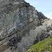 Rossfallenspitz-Napoleon: Abstieg P. 2640 in die Luggen. Bereits kommt das Schuttband mit den Spuren vom Nord- auf den Nordwestgrat von P. 2702 ins Blickfeld.