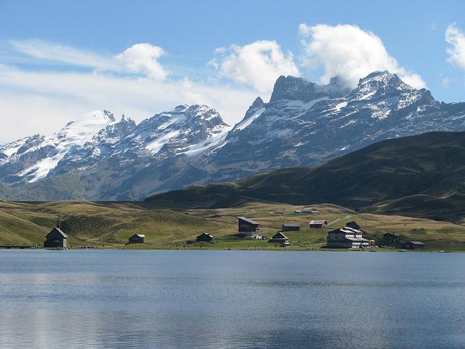 Ein Bild, das Berg, draußen, Natur, Wasser enthält.  Automatisch generierte Beschreibung