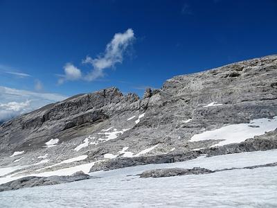 Überblick über fast den ganzen Ruchenwestgrat. Ganz links ist die markante Scharte nach dem Furggeli, in der Mitte die Kletterei und ganz rechts der Gipfel.