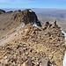 Blick nach Norden über den Gipfelgrat. Links die nördliche Pyramide.