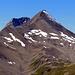 Hinter dem Piz Blaisun lauert der Piz Üertsch. Rechts am Bildrand mit Schnee der Übergang 'Fuorcla Pischa'.