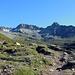 An der Fuorcla Gualdauna. Erster Blick hinüber zu Piz Viroula (r.) und Piz Val Müra. Gut sichtbar rechts der Bildmitte, die Chamanna d' Es-cha C.A.S, mein Zwischenziel.
