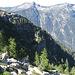 Uno sguardo indietro durante la salita. Si vede a centro foto la placconata che bisogna contornare alla base per salire poi verso l'Alpe di Alnasca.