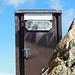 Wohl eins der bekanntesten (wenn nicht das bekannteste) Klo-Häuschen in der Schweiz. Steht auf einer Kanzel hinter der Georgy-Hütte frei über dem Abgrund.