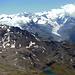 Blick vom Gipfel des Piz Languard, Hier deutlich zu sehen, dass er etwa 100 m höher ist, als der Piz Albris im Vordergrund links. Hinten macht der Morteratschgletscher sein Ding. Rückzug.