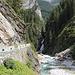 der Bach aus dem Val Starlera trifft auf den Averser Rhein