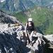 Esther auf dem Grat und unten der Aufstiegsweg von Baad im Kleinwalsertal zum Hochalppass
