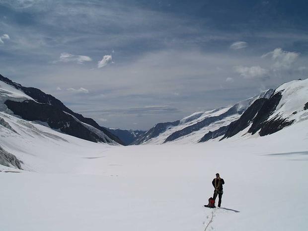 Walliser Fiescherfirn, ein ausgedehnter Gletscherwackel bis zur Finsteraarhornhütte