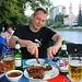 Владикавказ (Vladikavkaz):<br /><br />Abendessen am Терек (Terek).