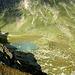 Der beklettere Gratzacken wirft seinen Schatten auf das kleine Paradies des Seewensees.