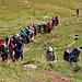 Eine grosse Wandergruppe aus Iran. Wenn Iraner waandern hört man sie meistens schon von weitem, da sie gewöhnlich laut am Singen sind.