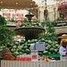 Москва - Торговый Дом ГУМ (Moskva - Torgovyi Dom GUM):<br /><br />Im berühmten Warenhaus GUM. Anders als in Sowjetzeiten kann man hier keine Lebensmittel ausser teuren Imbissen und Alltagswaren kaufen. Inzwischen gibt es hier eine uxusboutique neben der Anderen.