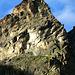 """Fergenkegel, nett beleuchtet. Deutlich sichtbar sind die Bänder, dank deren der zentrale Wandteil im 3. Grad zu haben ist<br /><br /><em> """"... eine Berggestalt, die jeden Kletterer begeistern wird, ein Kletterberg...""""</em>"""