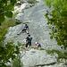 Gosha nach erfolgtem Klettern, Michi an der Wand, Tricky in Turnschuhen sichert