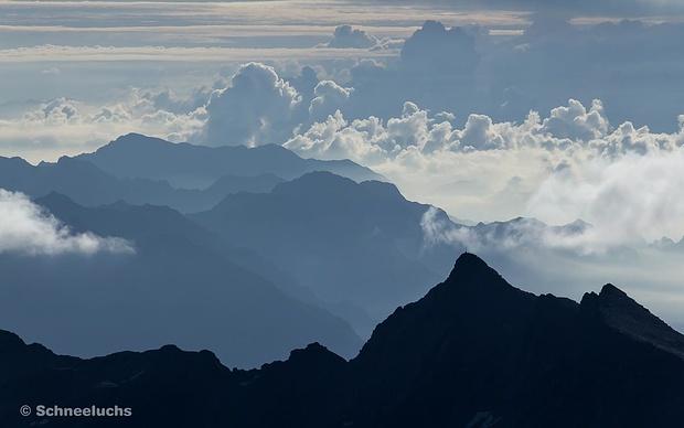 Es spült die Wolken ins Val d'Ossola