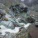 abenteuerliche (aber nicht unsichere) Brücke über den Gletscherbach