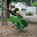 Wieder auf dem Spielplatz in Flüelen: Mein kleiner Frosch auf dem Schaukelfrosch...