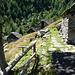 """Verschnaufspause auf Corte Nuovo: erfrischendes Quellwasser und die Aussicht auf einen vergleichsweise """"normalen"""" Weiterweg über die wunderschöne Alpe Solögna beleben die Lebensgeister wieder"""