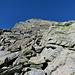 Mottone 2812 m, man schwenkt nach rechts unterhalb der Platten ab und erreicht die Rampe zum Gipfel