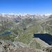 vorne das Gebiet von Robiei, hinten das Berner Oberland