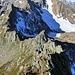 vom Gipfel ging ich den Grat ein Stück runter, es sind wirklich nicht mehr als 10 m, die zur kompletten Begehung gefehlt haben
