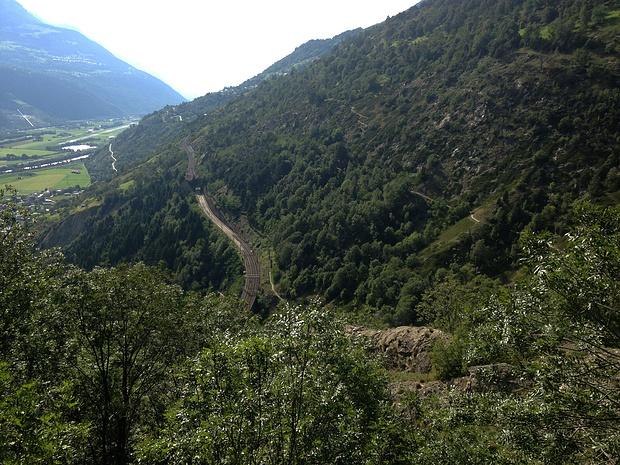 Rhonetal und Südrampe<br />rechts der Abstiegsweg