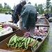 Der schwimmende Gemüsemarkt war eher ein regnerischer Gemüsemarkt. Trotzdem ein tolles Erlebnis.