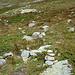 Hier der Abzweiger. Lediglich ein kleines Steinmannli, keine Markierungen und den Pfad sieht man kaum bis gar nicht.