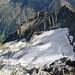 Auch kleine Gletscher können viele Spalten haben - namenloses Eisfeld und der Piz da Stiarls