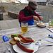 An der Wildstrubelhütte kommt man bei diesem Essensangebot kaum vorbei...