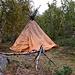 In diesem einfachen Zelt haust in seiner Freizeit der Same Per Blind. Er spricht perfekt deutsch.
