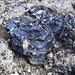 Überall findet man Obsidian, ganz speziell schwarz glänzende Lava.