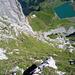 Sehr steiler Gras-Fels-Aufstieg auf Turm I, weit über dem Bannalpsee
