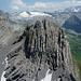 Eindrücklich geschichteter Schyneggstock vor dem Gletscher des Wissigstocks