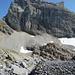 Sättelistock – der Felshaufen im Vordergrund ist das Biwak in der Sattelteufi