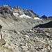 ...Wasser, das man hier zwar nicht sieht, da es, kaum hat es den Gletscher verlassen, schon wieder in den Berg geführt wird. Spätestens im Lac des Dix wird es das Tageslicht wieder erblicken.