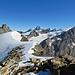Der höchste Punkt befindet sich eigentlich auf der Schneekuppe. Keine Menschenseele weit und breit, dafür Bergprominenz en masse.