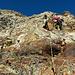 Wir klettern alles am laufenden Seil und versuchen auf schwach ausgeprägten Rippen zu bleiben, wo der Fels meistens etwas fester und genussvoller ist.