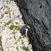 [u Berglurch] prüft die Kante am Gipfelgrat zum Gätterifirst-Hauptgipfel