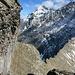 Nach dem Grat folgt eine Passage einer Felswand entlang.