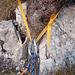 Der von uns hinterlassene Schlingen-Abseilstand mit einem Stahl- und einem Schraubkarabiner
